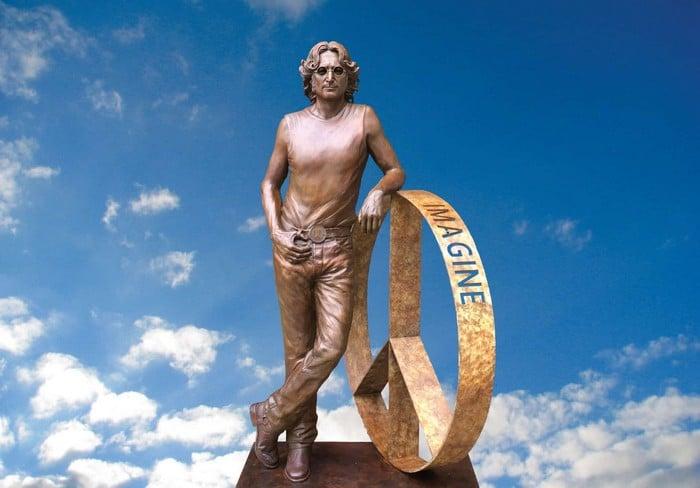 John-Lennon-Peace-Statue-Hi-Res-1920x1338_tn